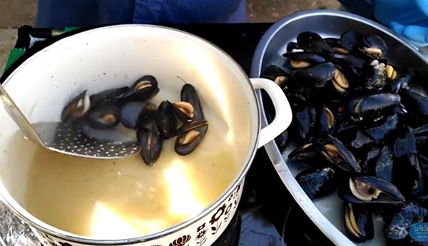 cocción de los mejillones de roca valencianos