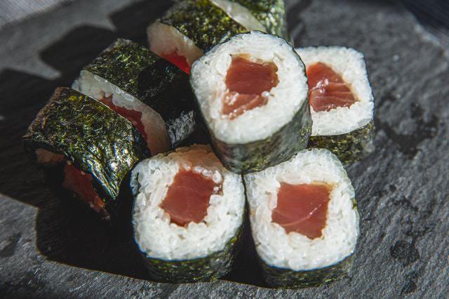 preparar maki sushi en casa